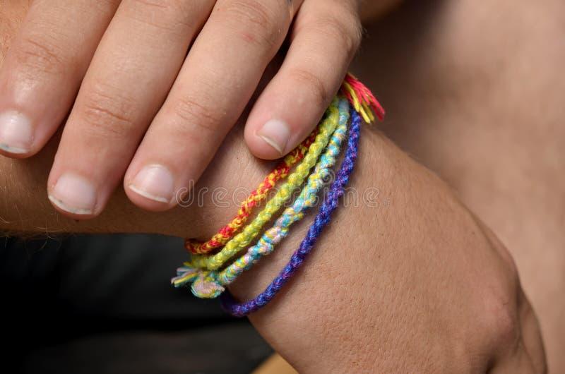 Mani con i braccialetti immagine stock