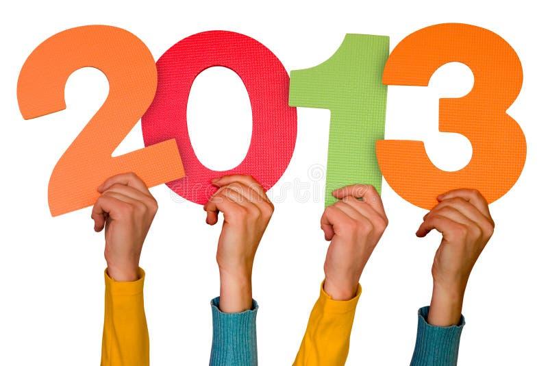 Mani con l'anno 2013 di esposizioni di numeri immagini stock