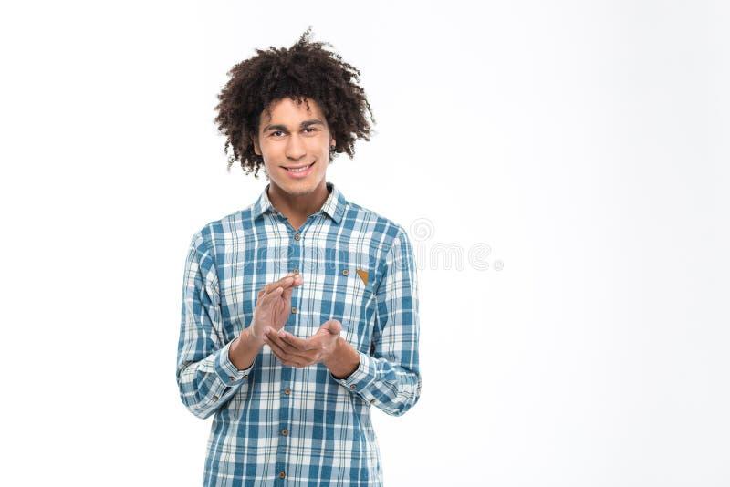 Mani d'applauso dell'uomo afroamericano felice immagine stock libera da diritti