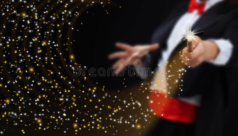 Mani del mago con le stelle scintillanti fotografia stock