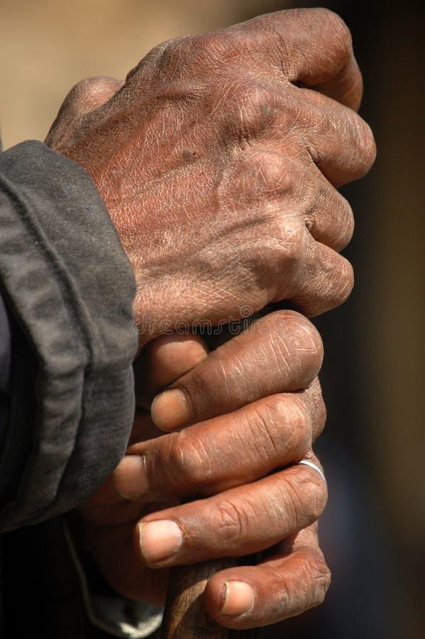 Mani dell'uomo anziano fotografie stock
