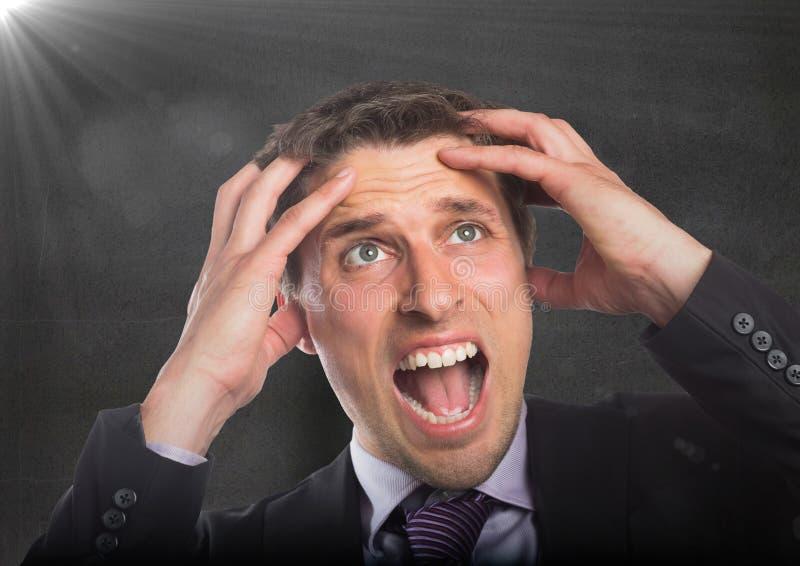 Mani dell'uomo di affari sulla testa contro il muro di cemento con il chiarore fotografia stock libera da diritti