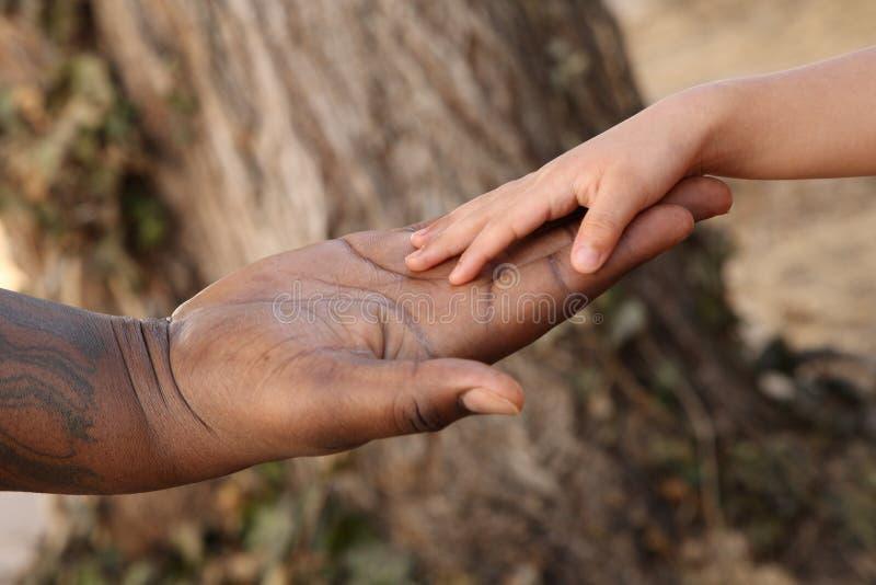 Mani della holding fotografie stock