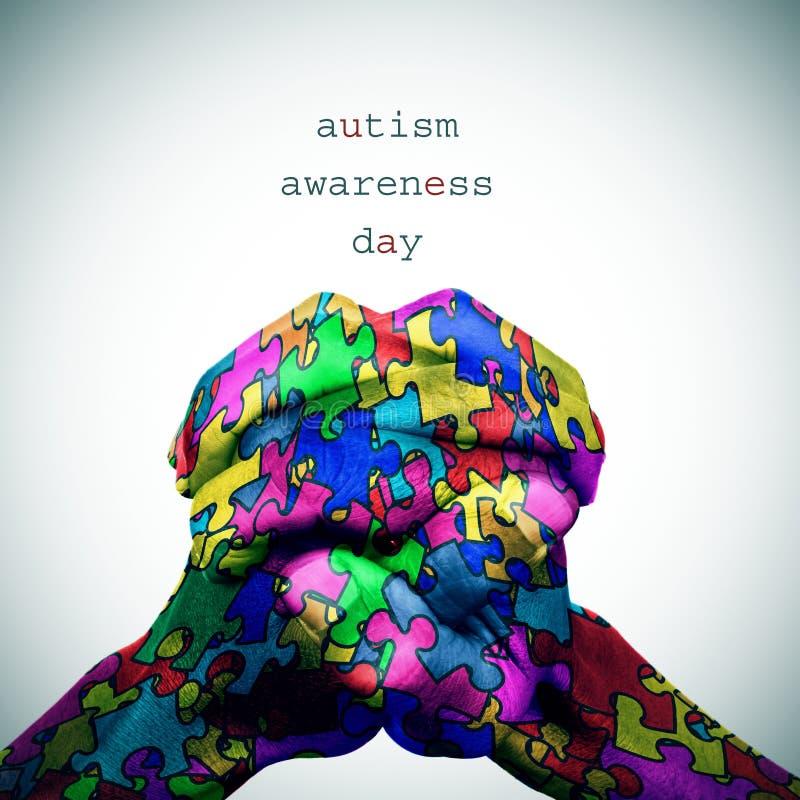 mani e giorno Puzzle-modellati di consapevolezza di autismo del testo illustrazione vettoriale