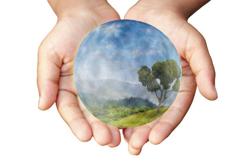Mani e terra. Concetto di protezione. immagine stock libera da diritti