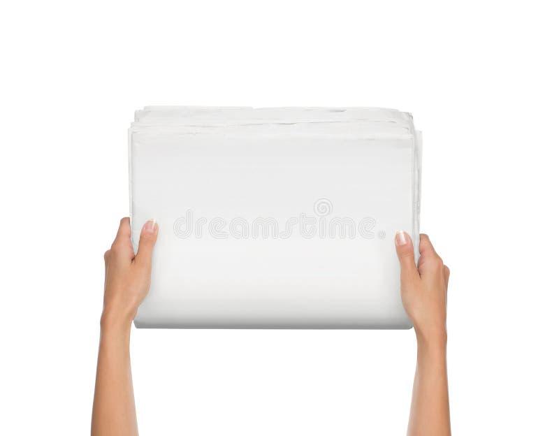 Mani femminili che tengono giornale in bianco fotografia stock libera da diritti