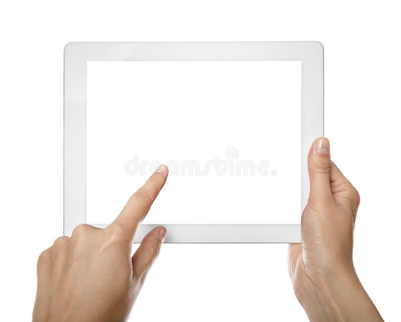 Mani femminili che tengono il computer della compressa immagini stock libere da diritti