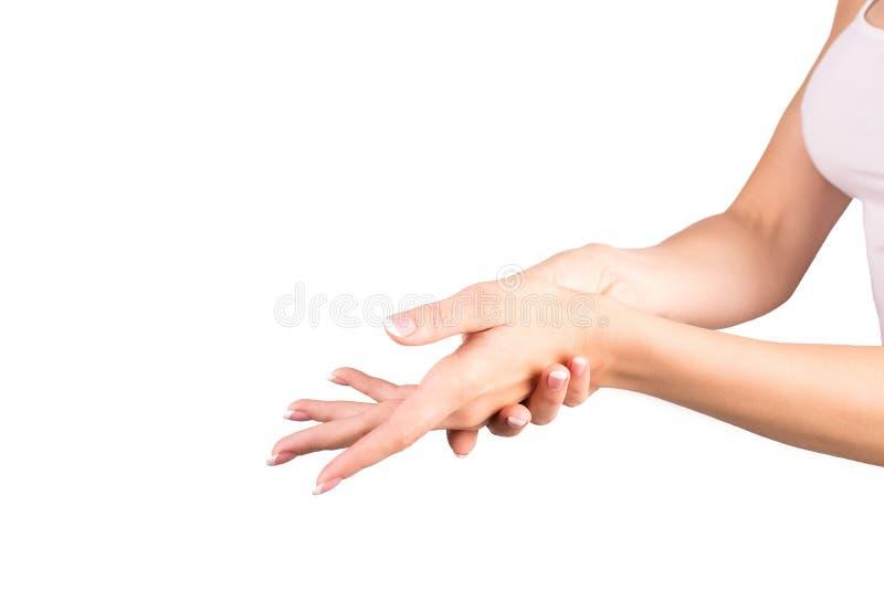 Mani femminili con il manicure classico francese La donna pulisce le sue mani, fondo bianco, primo piano fotografie stock libere da diritti