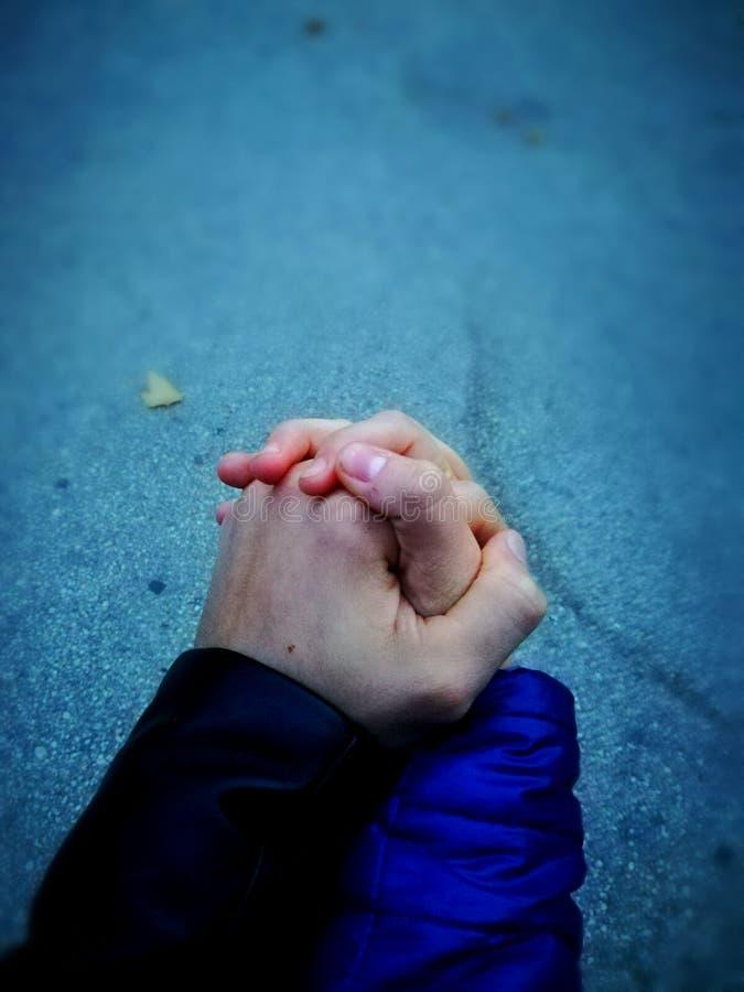 Mani fredde di amore fotografia stock libera da diritti