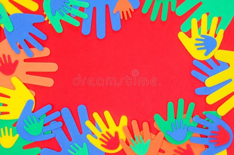 Mani funky brillantemente colorate della schiuma fotografie stock libere da diritti