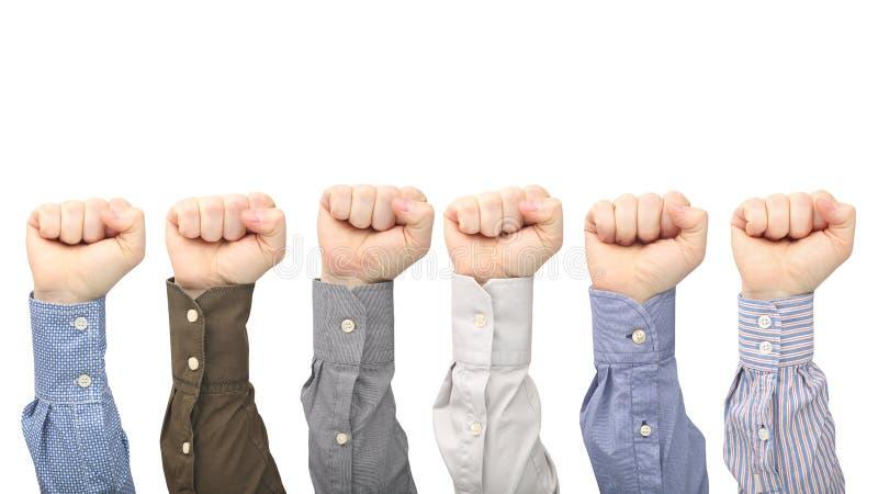 Mani maschii in pugni in camice differenti su fondo bianco fotografia stock