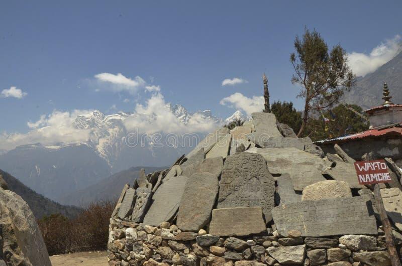 Mani Stones en el monasterio de Tengboche imágenes de archivo libres de regalías
