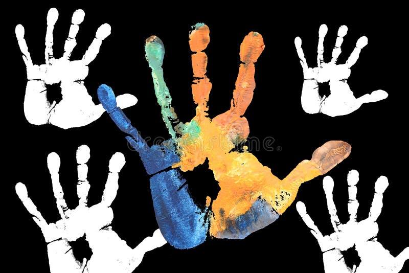 Mani variopinte dei bambini dipinte con i colori di acqua immagine stock libera da diritti