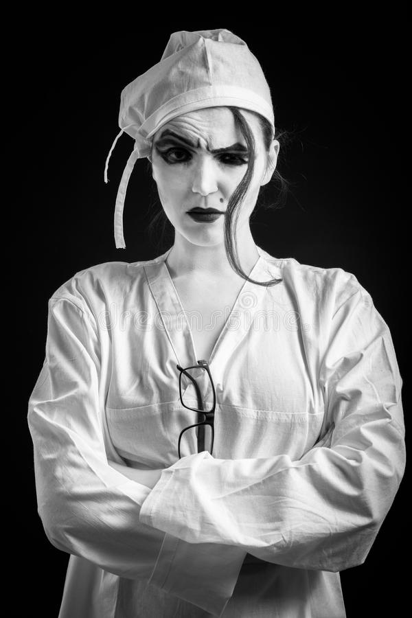 Maniaco del doctor de la mujer imagenes de archivo