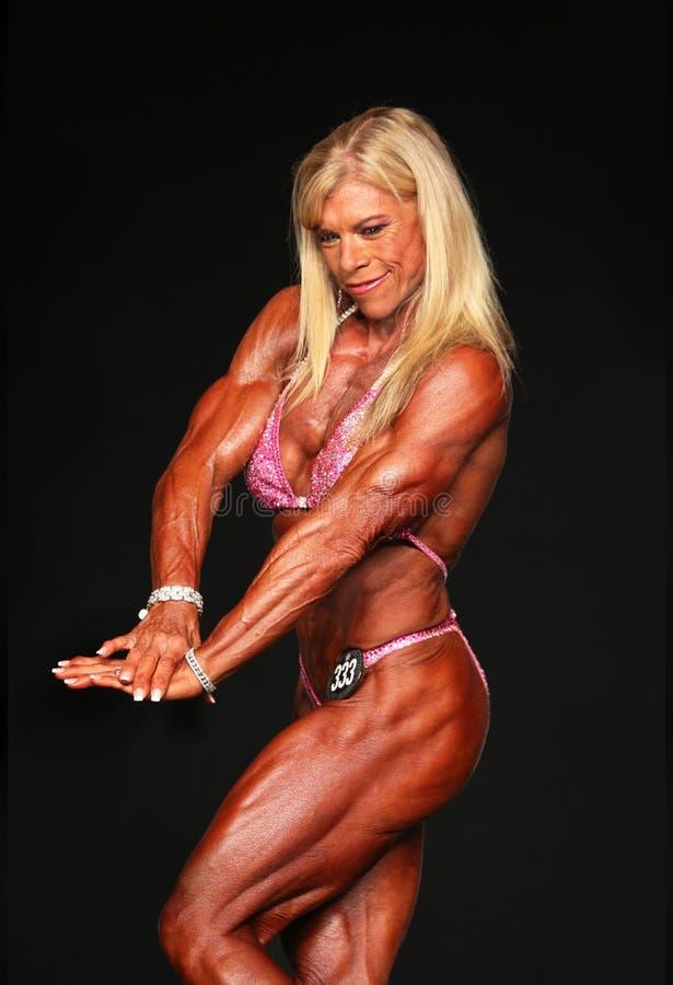 Maniak, blondynka, w średnim wieku Bodybuilder obraz stock