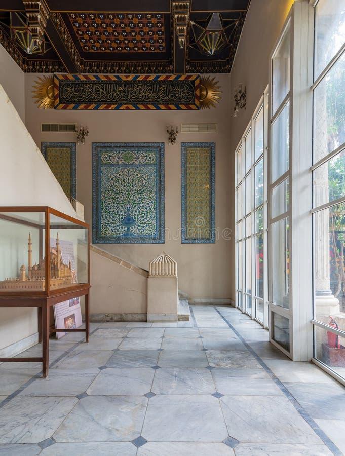Manial slott av prinsen Mohammed Ali Ingången av uppehållet av modern för prins` s dekorerade med turkiska keramiska tegelplattor royaltyfria foton