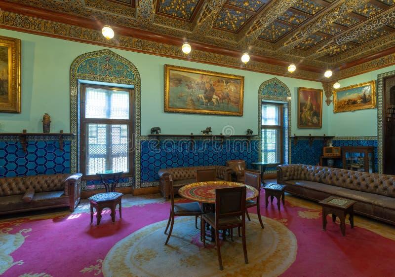 Manial slott av prinsen Mohammed Ali Vardagsrum på uppehållbyggnaden med turkiska blom- blåa keramiska tegelplattor, Kairo, Egypt arkivbild