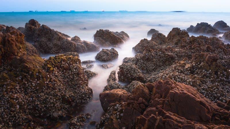 Manica della roccia del mare fotografia stock libera da diritti
