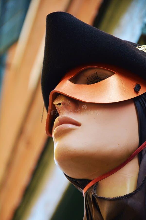 Manichino veneziano con la maschera immagini stock libere da diritti