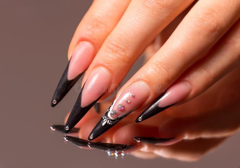 Manicure. Dedos da mulher imagem de stock