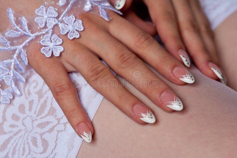 Manicure della sposa immagini stock