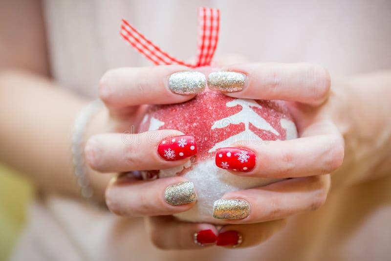 Manicure di arte dell'unghia di Natale fotografia stock