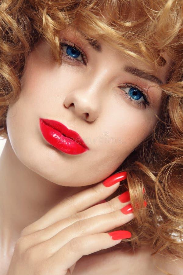 Manicure e rossetto fotografia stock