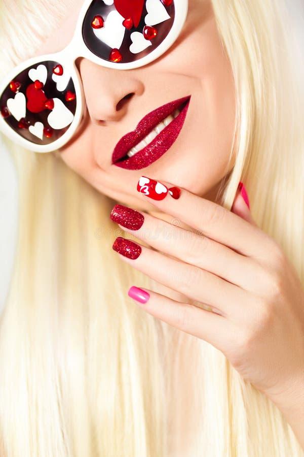 Manicure en make-up met harten stock afbeeldingen
