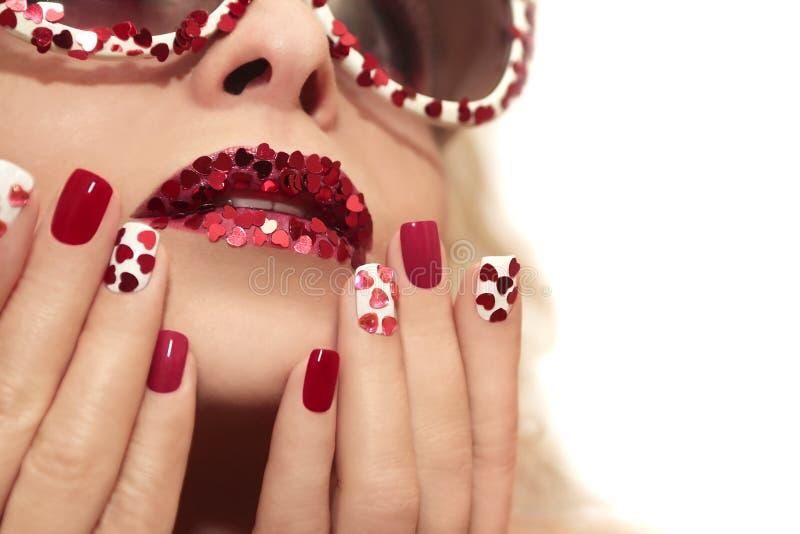 Manicure met harten stock afbeelding