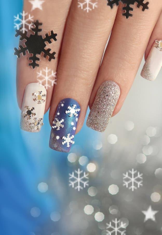 Manicure met sneeuwvlokken royalty-vrije stock afbeeldingen