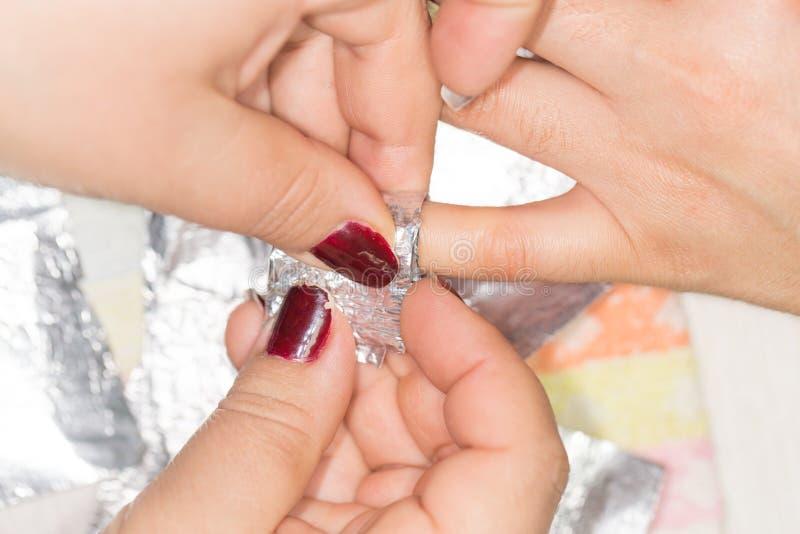 Manicure no salão de beleza de beleza fotografia de stock royalty free