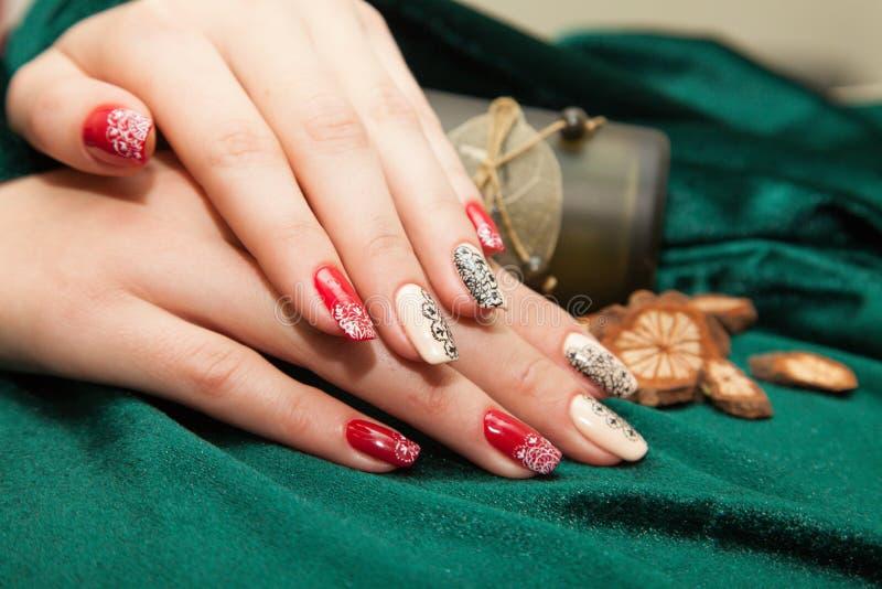 Manicure - piękna traktowania ładni robiący manikiur kobieta paznokcie fotografia zdjęcie royalty free