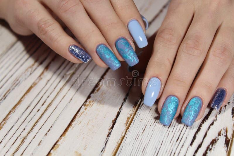 Manicure'u projekta gel lakieru koloru chrom obrazy royalty free