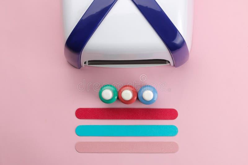 manicure ULTRAFIOLETOWE lampy, gwoździa kartoteki i Manicure narzędzia dla gwoździ i akcesoria Odgórny widok obrazy stock