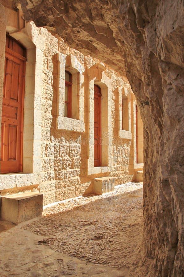 Manier aan de ingang bij het Klooster van de Verleiding stock afbeeldingen