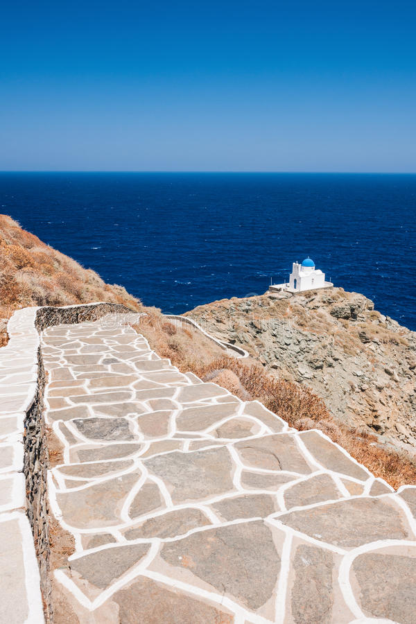 Manier aan de kapel van 7 Martelaren, Sifnos, Griekenland stock fotografie