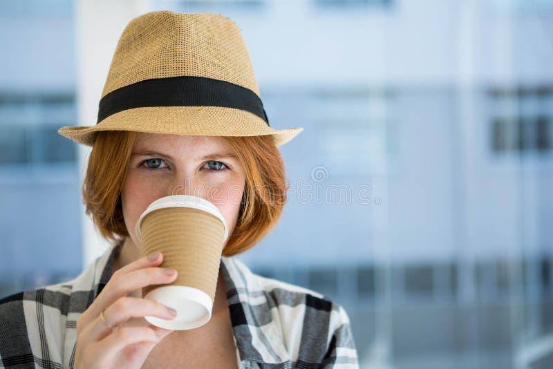 Manier die hipster een koffie hebben royalty-vrije stock foto's