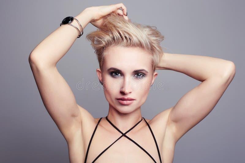 Manier jonge homosexueel travestiet royalty-vrije stock afbeeldingen