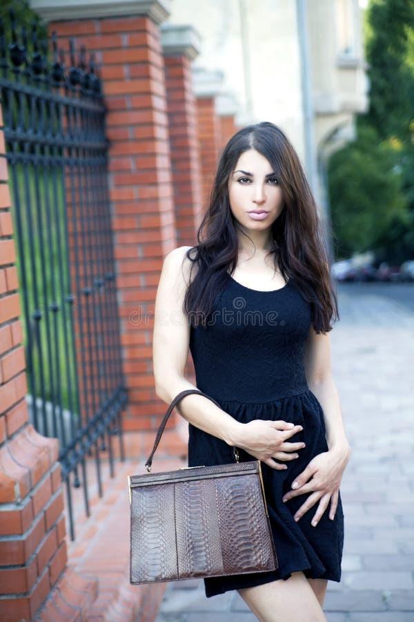Manier, jonge vrouw, handtas stock afbeeldingen