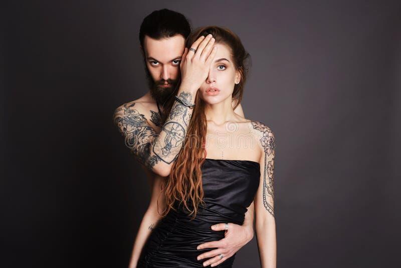 Manier mooi paar tatoegering royalty-vrije stock afbeelding