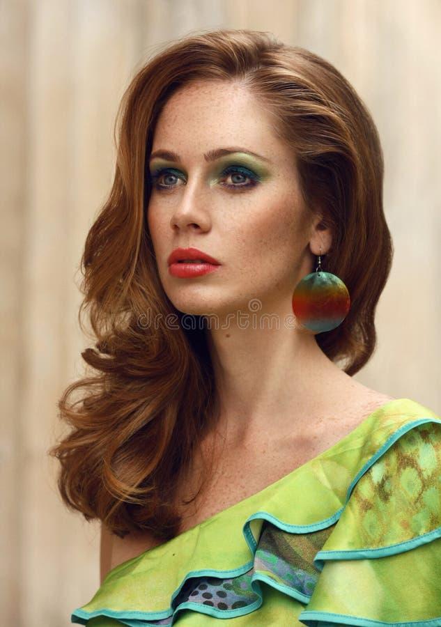Manierfoto van mooi meisje in elegante kleding stock afbeeldingen