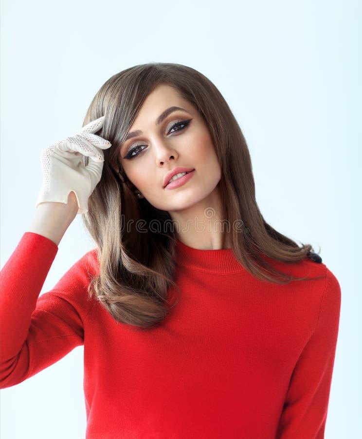 Manierportret van jonge mooie vrouw in retro stijl stock afbeeldingen