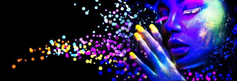 Maniervrouw in neonlicht stock afbeeldingen