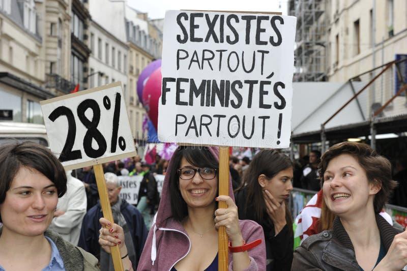 Manifestação do primeiro de maio, Paris, grupo feminista imagens de stock