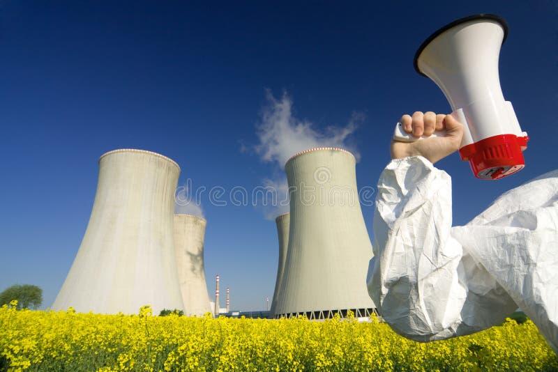 Manifestante en la central nuclear imágenes de archivo libres de regalías