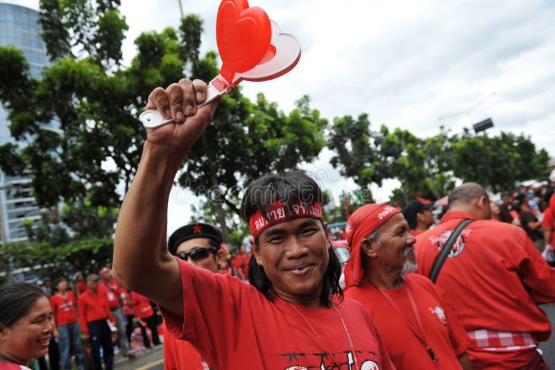 Manifestante rojo de la camisa fotografía de archivo libre de regalías