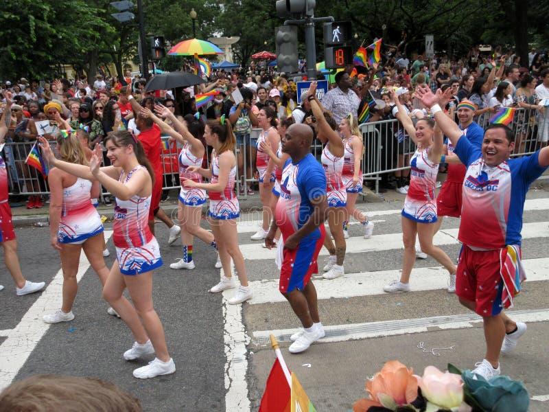Manifestantes coloridos en Pride Parade capital en Washington DC imagen de archivo libre de regalías