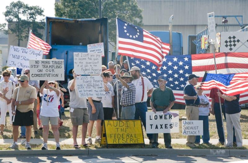 Manifestantes del partido de té imagenes de archivo