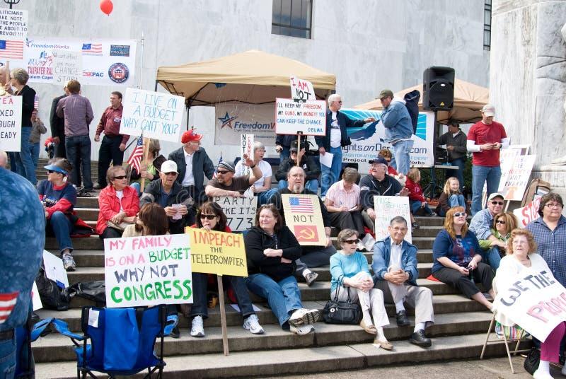 Manifestantes del partido de té en Salem, Oregon imagenes de archivo