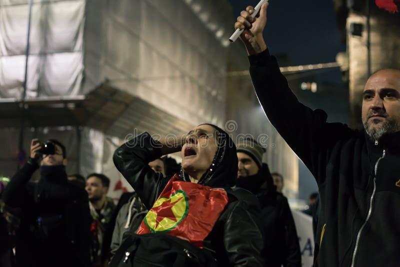 Manifestantes kurdos que protestan delante del Consu turco fotos de archivo